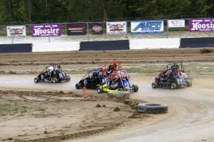 Drivers in the Jr. Honda Division battle it out in a heat race for a place on the A-Main starting grid at Little E.